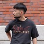 夏らしい風合いのアロハシャツ・気分はじけるPOPなポロシャツ&スタイリングはゆうりがバンTを着ます。