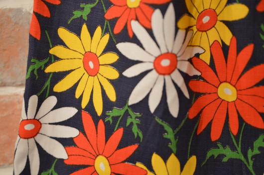 ハンドメイドの花柄スカート