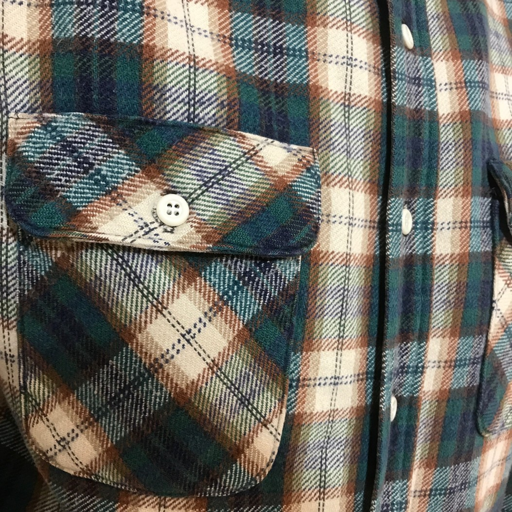 チェックシャツ